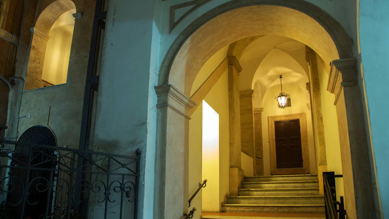 palazzo-de-cupis-rome-entrance1